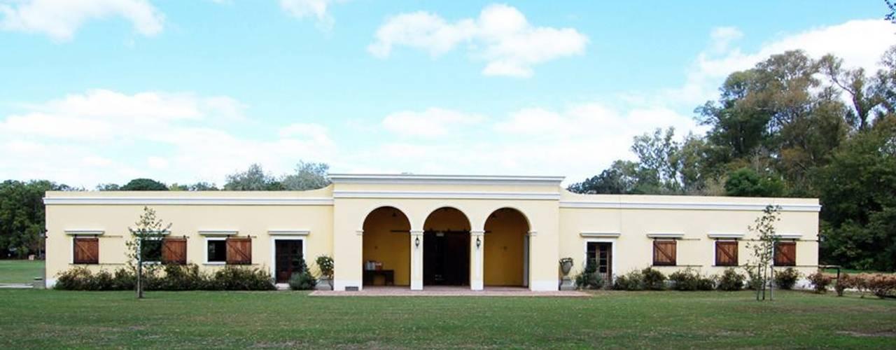 Casas coloniais por Aulet & Yaregui Arquitectos Colonial