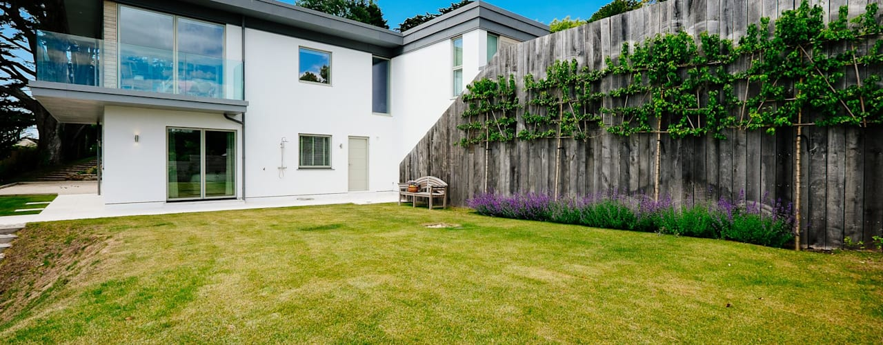 Lower Cole, Rock | Cornwall Modern style gardens by Perfect Stays Modern