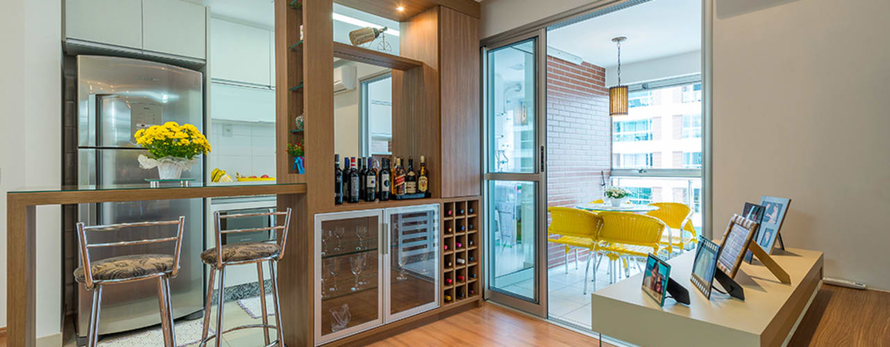 Wine cellar by Eveline Maciel - Arquitetura e Interiores,