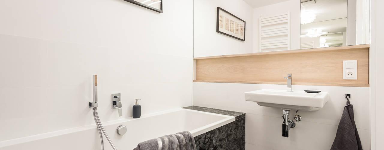 現代浴室設計點子、靈感&圖片 根據 Michał Młynarczyk Fotograf Wnętrz 現代風