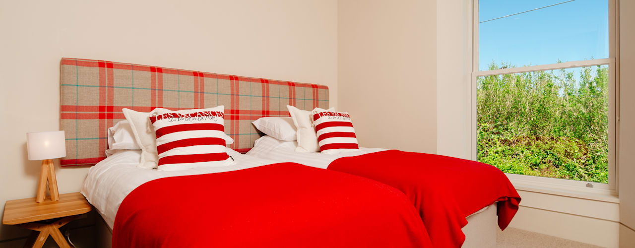 Ednovean House, Perranuthnoe   Cornwall Modern Bedroom by Perfect Stays Modern