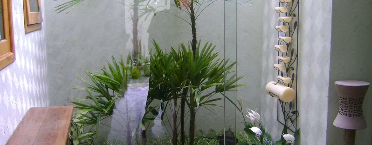 MC3 Arquitetura . Paisagismo . Interiores Giardino d'inverno in stile mediterraneo