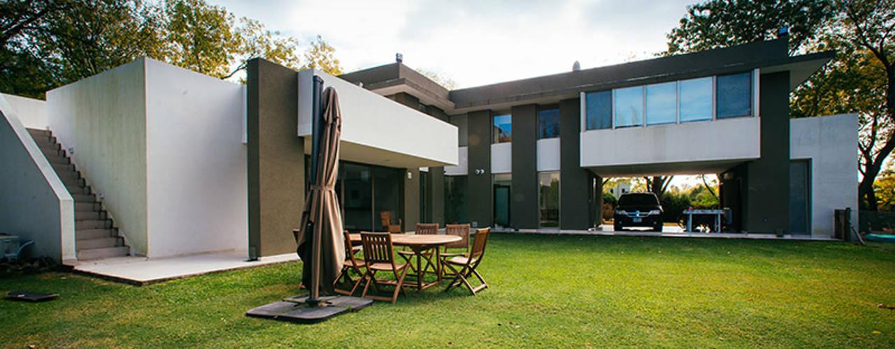 Modern garden by mercedes klappenbach Modern