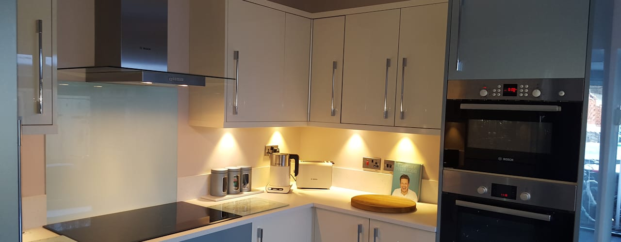 Blue & Cream Gloss Kitchen, Aberdare, South Wales Dapur Modern Oleh Hitchings & Thomas Ltd Modern
