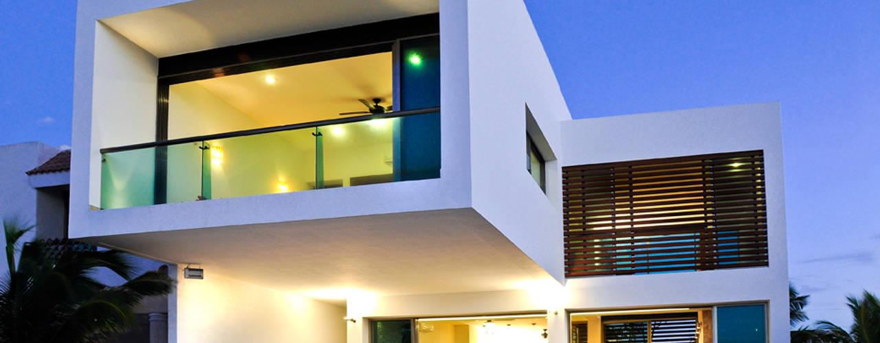 Terraços  por LIZZIE VALENCIA arquitectura & diseño