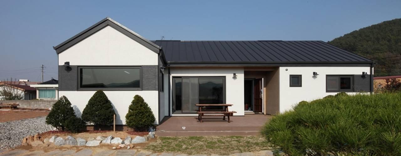 Moderne Häuser von 윤성하우징 Modern