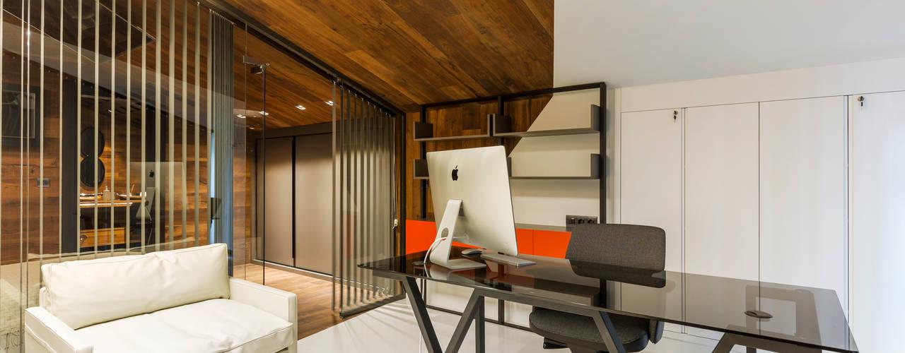 Espaces de bureaux rustiques par Mimoza Mimarlık Rustique