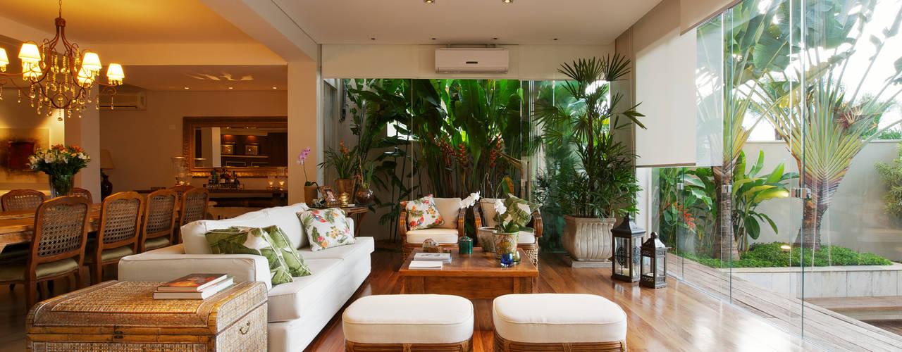 modern Living room by Régua Arquitetura