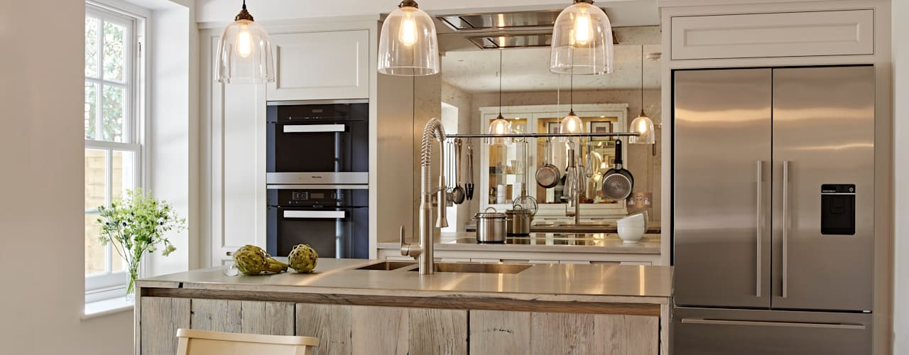 Kitchen design for small spaces من Holloways of Ludlow Bespoke Kitchens & Cabinetry صناعي