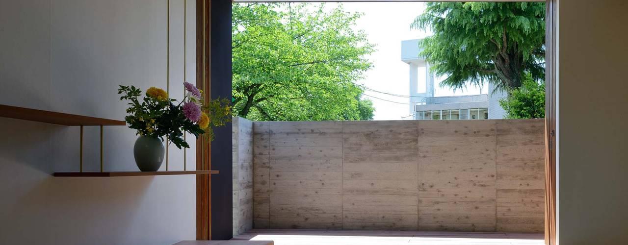 OKAMEDANI House: 澤村昌彦建築設計事務所が手掛けた寝室です。