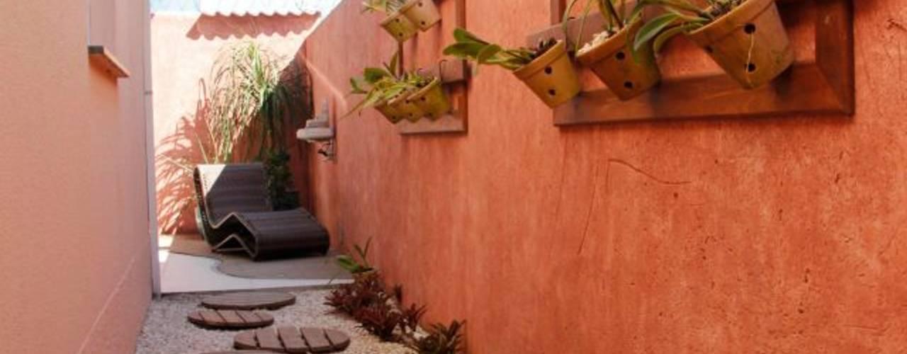 Anexos de estilo rústico por Carol Abumrad Arquitetura e Interiores