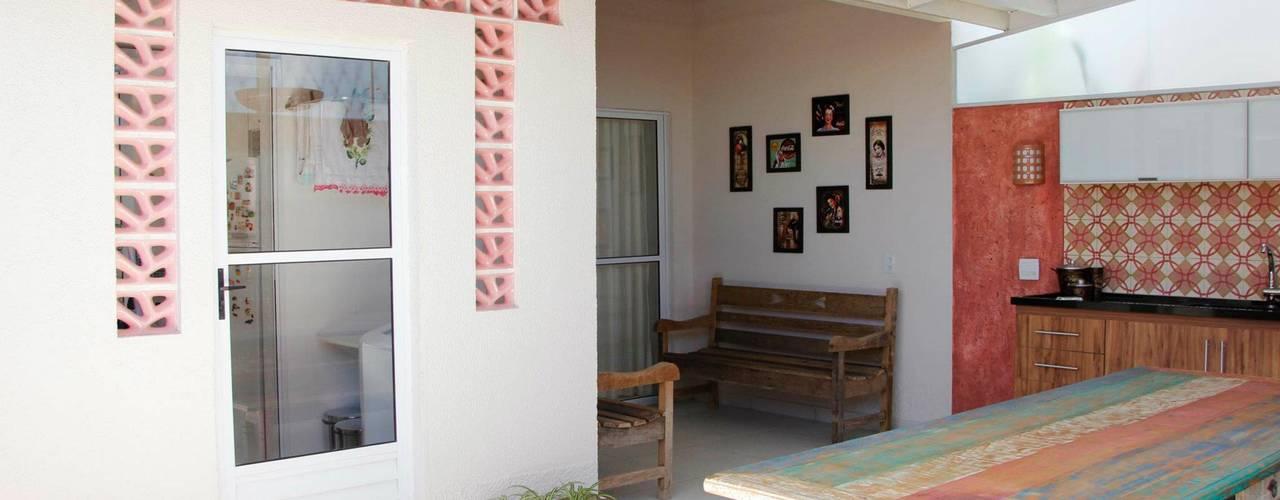 Rustic style garden by Carol Abumrad Arquitetura e Interiores Rustic