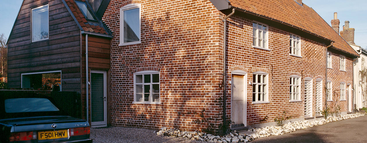 The Old Hall, Suffolk Nash Baker Architects Ltd Maisons modernes Briques Rouge