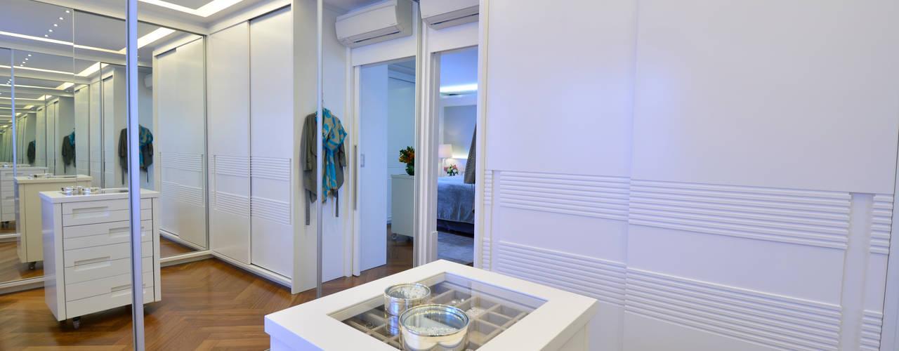 Walk in closet de estilo  por Tania Bertolucci  de Souza  |  Arquitetos Associados