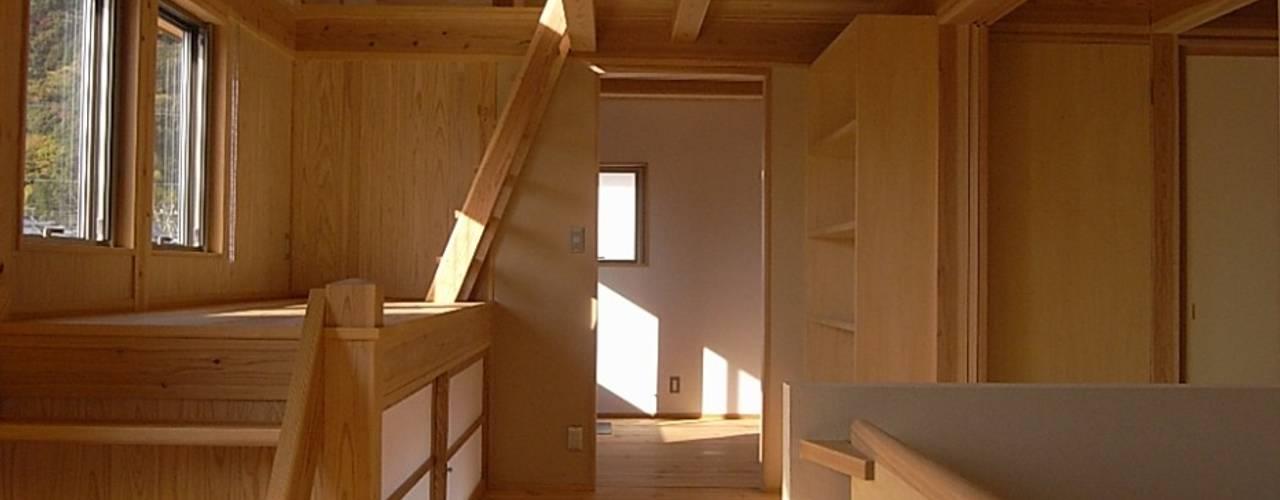 Коридор, прихожая и лестница в азиатском стиле от AMI ENVIRONMENT DESIGN/アミ環境デザイン Азиатский