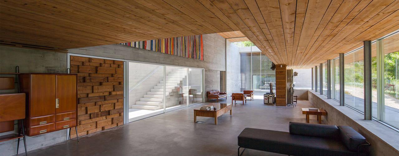 Salas modernas de Carvalho Araújo Moderno