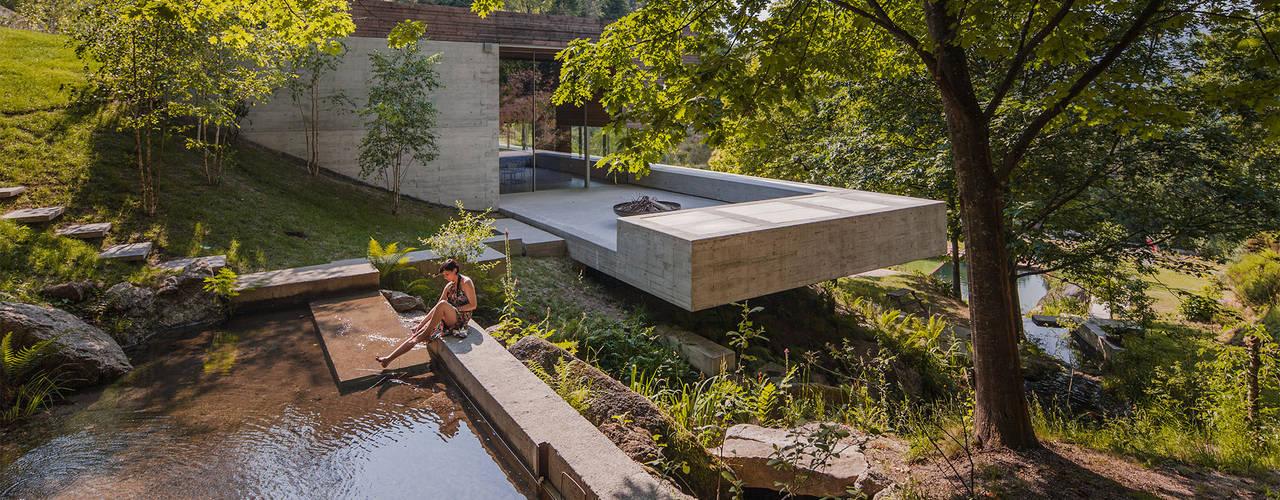 Modern houses by Carvalho Araújo Modern
