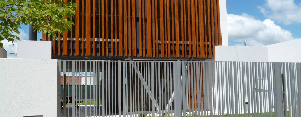 Nhà by Mauricio Morra Arquitectos