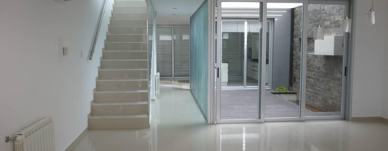 Salas / recibidores de estilo  por VHA Arquitectura