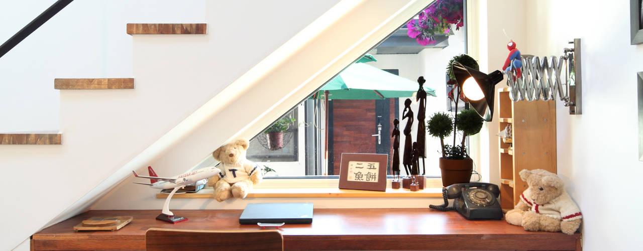 Cửa sổ & cửa ra vào phong cách hiện đại bởi 주택설계전문 디자인그룹 홈스타일토토 Hiện đại