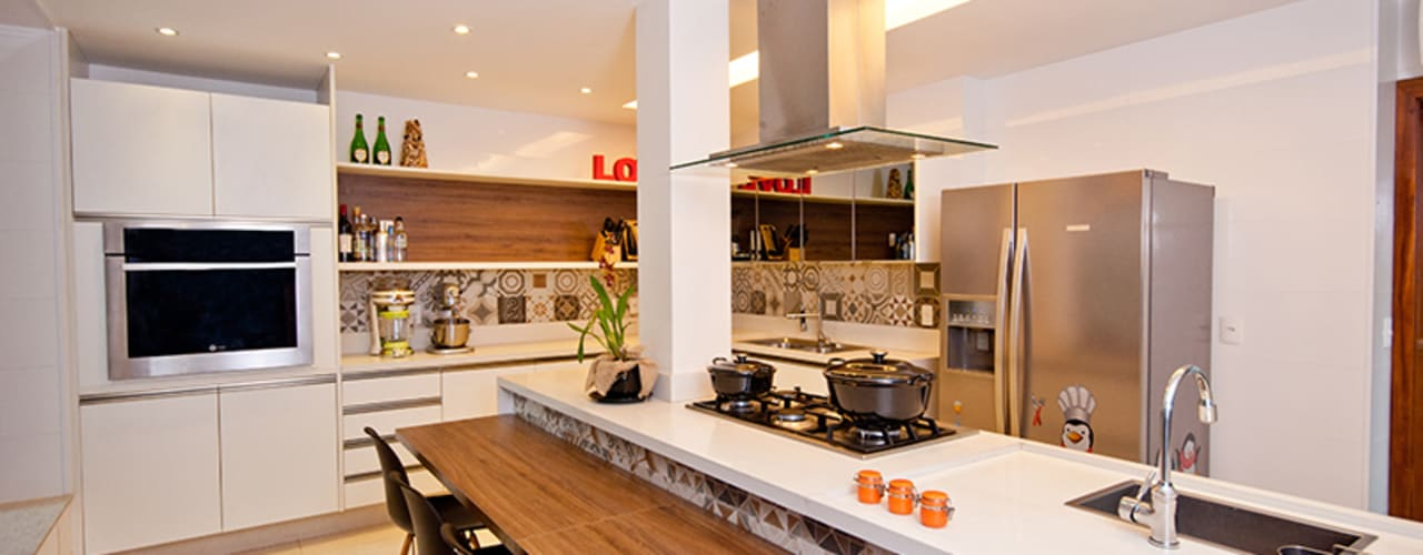 Modern Kitchen by Adoro Arquitetura Modern
