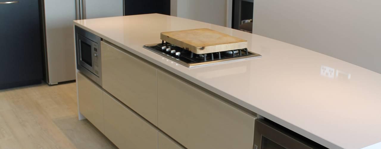 Davis Kitchen Cocinas de estilo moderno de Diane Berry Kitchens Moderno