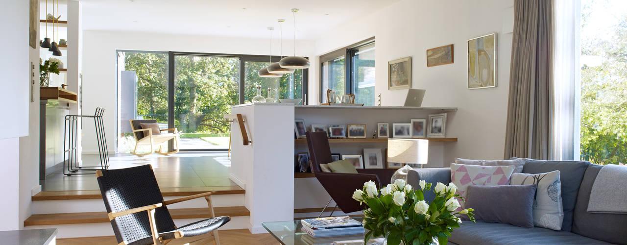 Salas / recibidores de estilo  por Baufritz (UK) Ltd.