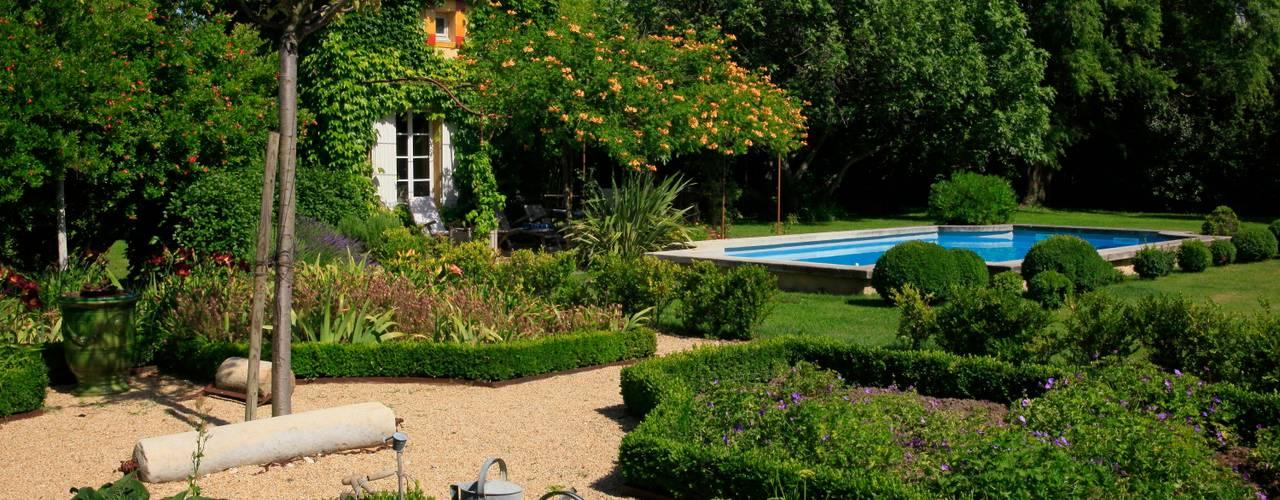 //MONTEUX//Jardin champêtre Jardin méditerranéen par CONCEPTUELLES PAYSAGE ET DECORATION Méditerranéen