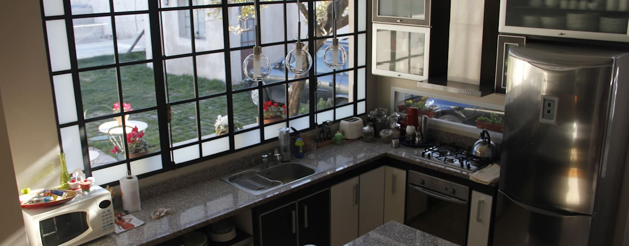Kitchen by laura zilinski arquitecta