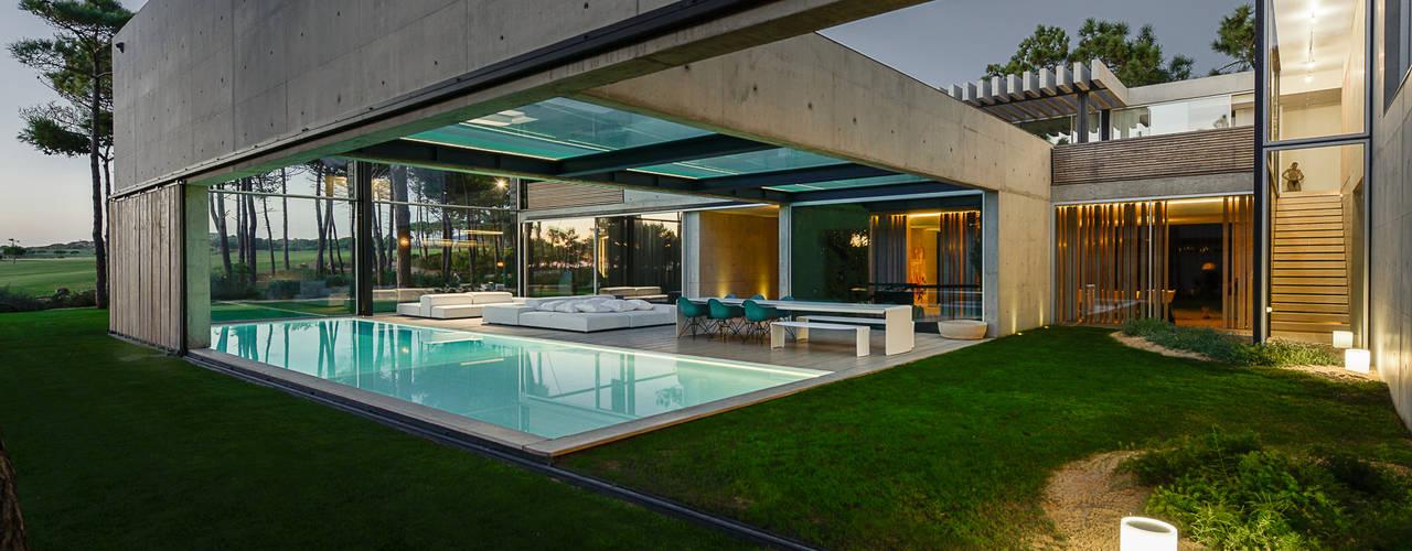 Projekty,  Basen zaprojektowane przez guedes cruz arquitectos, Minimalistyczny