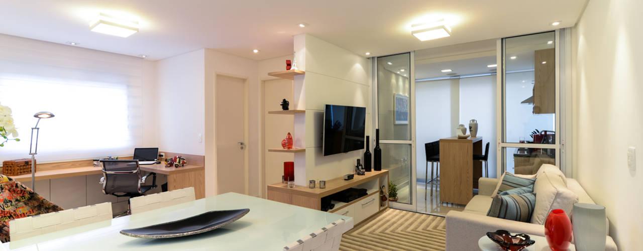 Living room by RAFAEL SARDINHA ARQUITETURA E INTERIORES, Modern