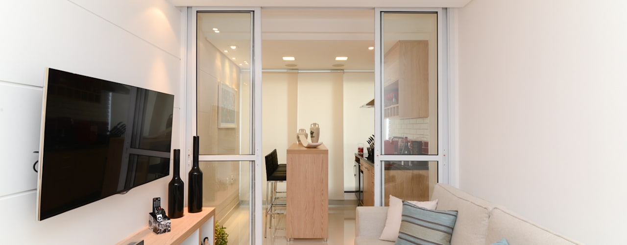 Salle multimédia de style  par RAFAEL SARDINHA ARQUITETURA E INTERIORES