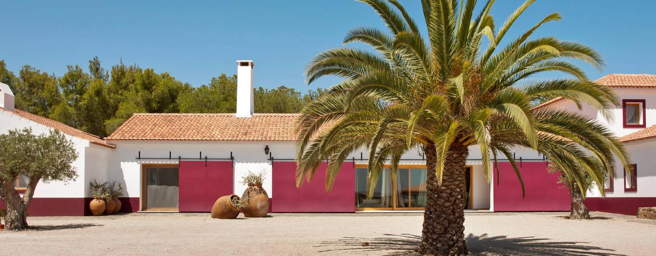 SA&V - SAARANHA&VASCONCELOS Casas de estilo rústico