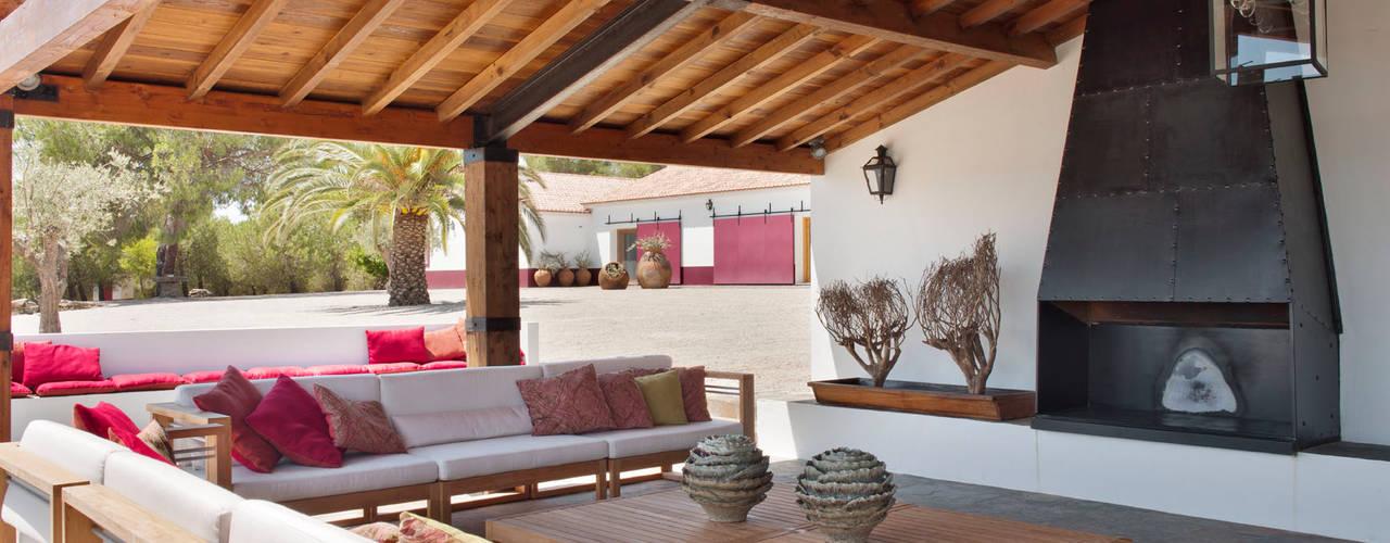 SOUTHERN COMFORT Casas rústicas por SA&V - SAARANHA&VASCONCELOS Rústico