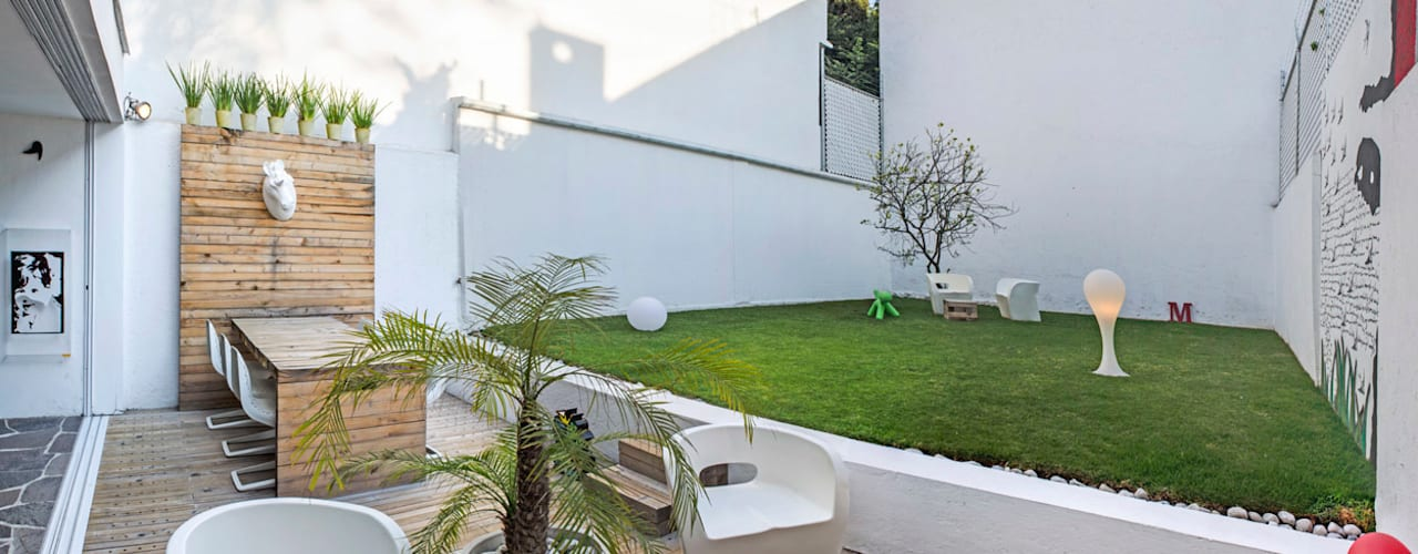 Balcones y terrazas de estilo moderno de Miguel de la Torre Arquitectos Moderno