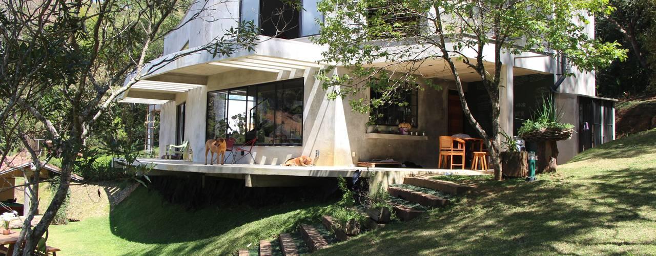 Projekty,  Domy zaprojektowane przez Carlos Salles Arquitetura e Interiores