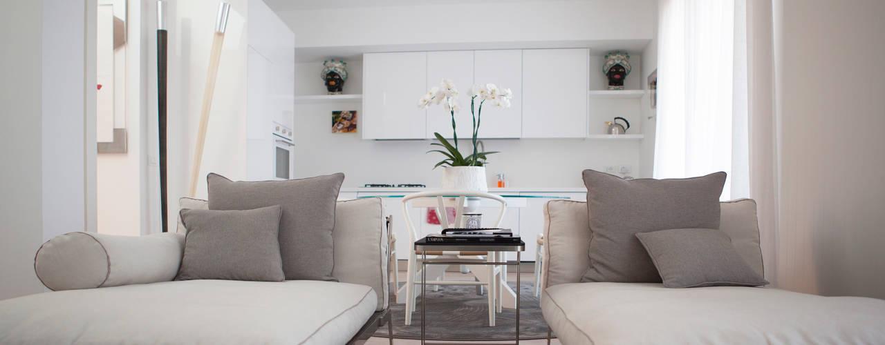 Salas / recibidores de estilo minimalista por Archidromo - Circuito di Architettura -