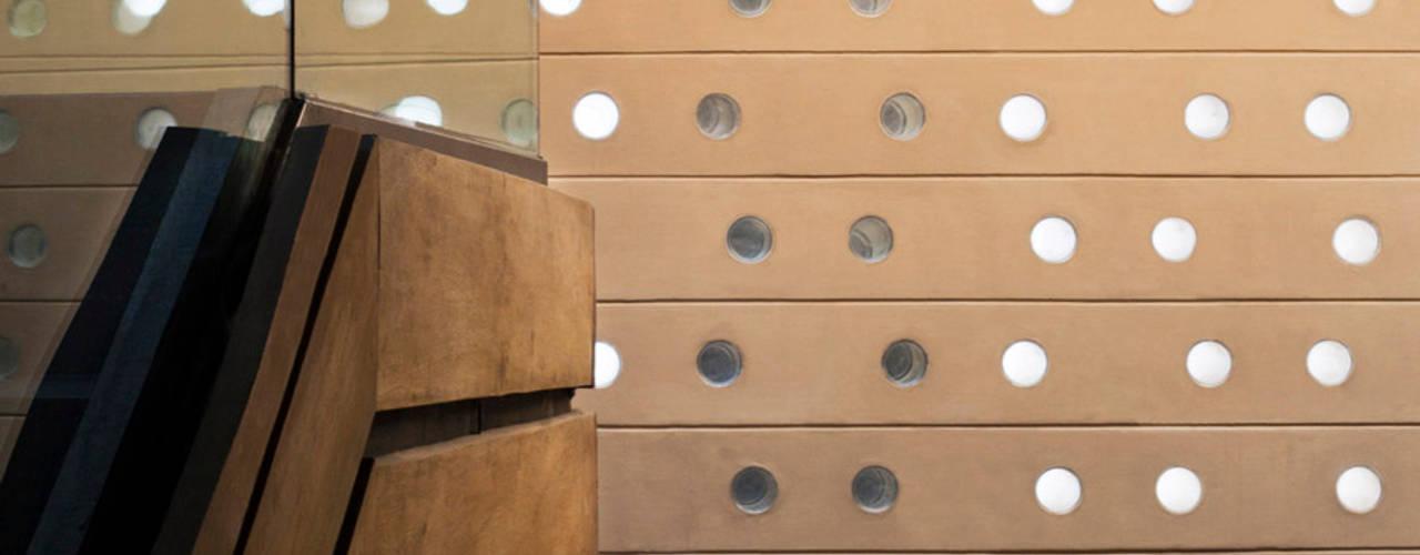 Casa Tierra : Paredes de estilo  por Serrano Monjaraz Arquitectos,