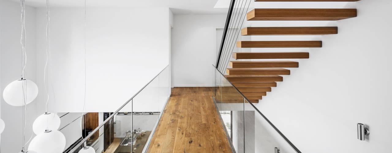 Corridor & hallway by Corneille Uedingslohmann Architekten,