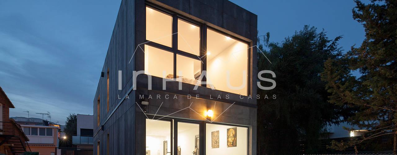 Fachada Modelo Cugat Casas modernas de Casas inHAUS Moderno