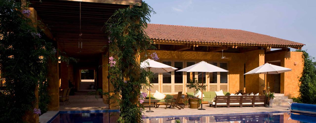 Kolam Renang by José Vigil Arquitectos