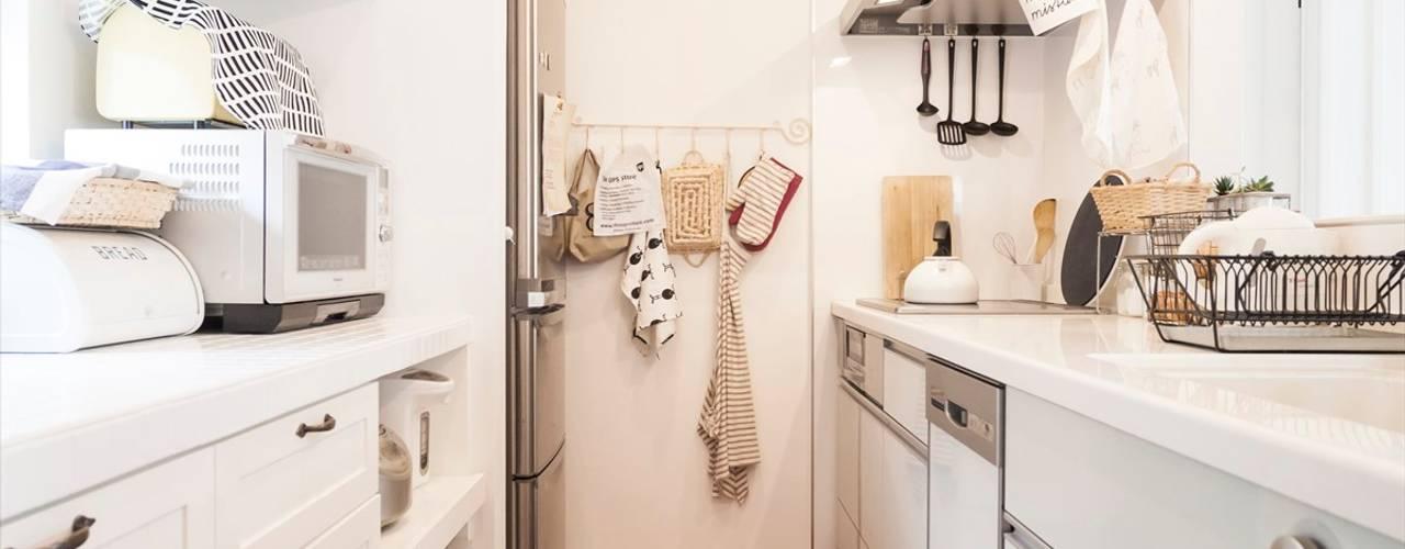 ジャストの家 Nhà bếp phong cách Bắc Âu White