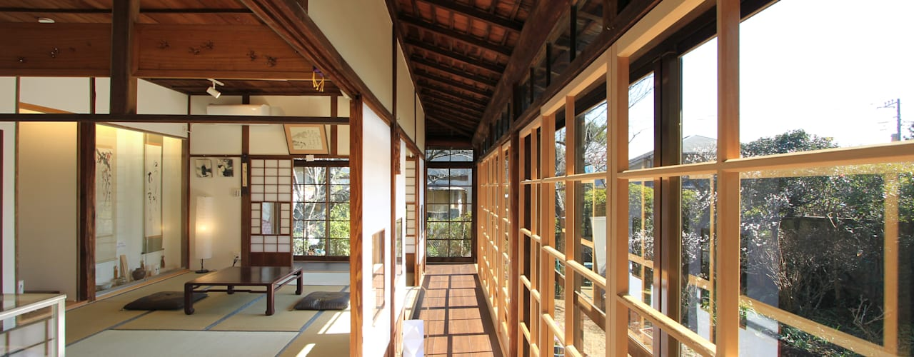 菅原浩太建築設計事務所 Sala multimediale in stile asiatico Legno