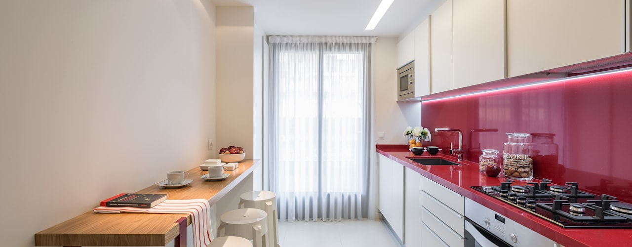 Laura Yerpes Estudio de Interiorismo Modern style kitchen Red