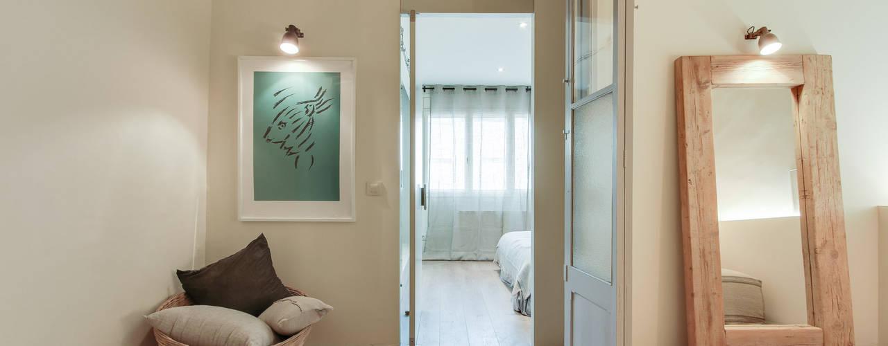 Mediterranean style dressing room by Tocat pel Vent Mediterranean