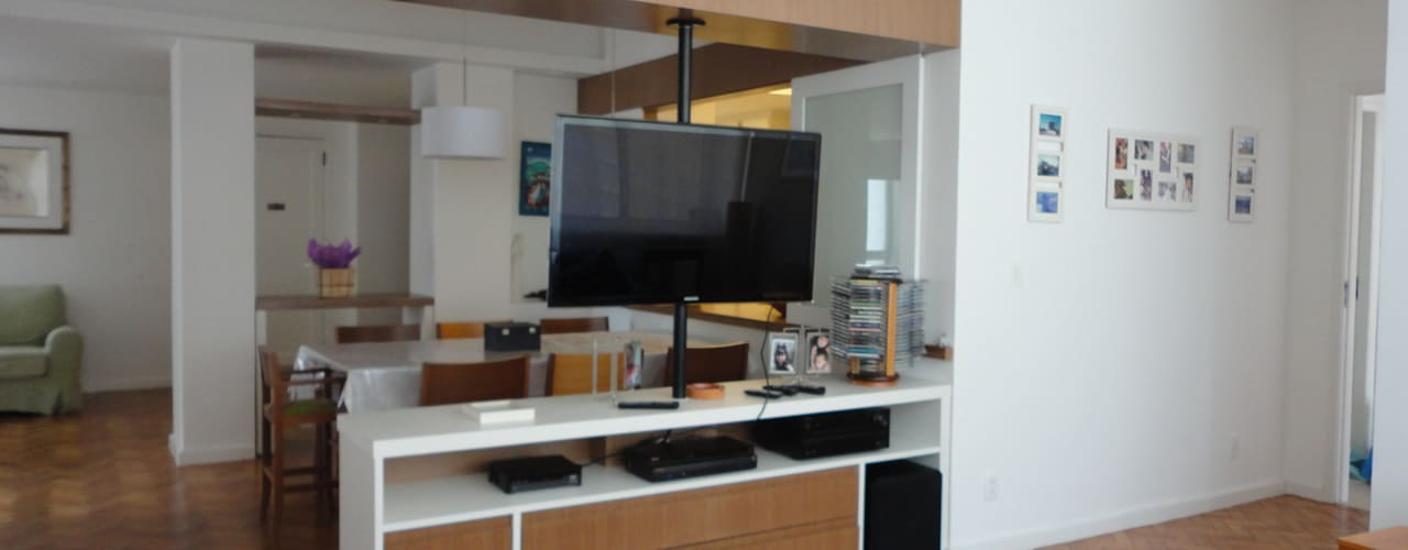 APARTAMENTO EM LARANJEIRAS: Salas de estar  por Maria Helena Torres Arquitetura e Design
