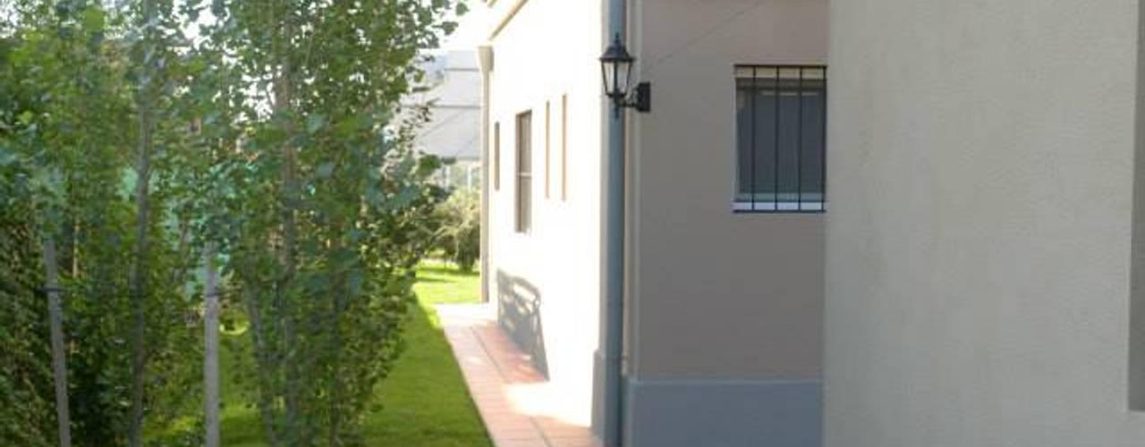 - Casas de estilo clásico de GD Arquitectura, Diseño y Construccion Clásico