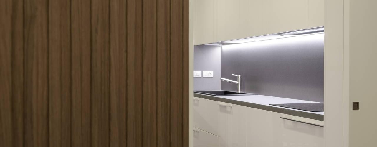 Interno AT Cucina moderna di Stefano Viganò Architetto Moderno