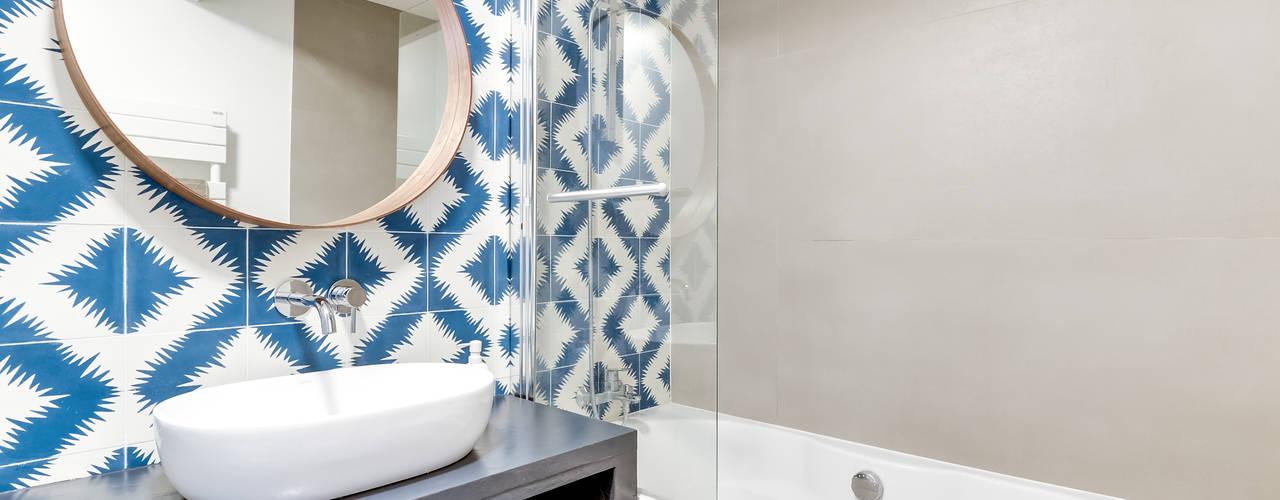 PROJET COLOMBES, Agence Transition Interior Design, Architectes: Carla Lopez et Margaux Meza Transition Interior Design Salle de bain moderne