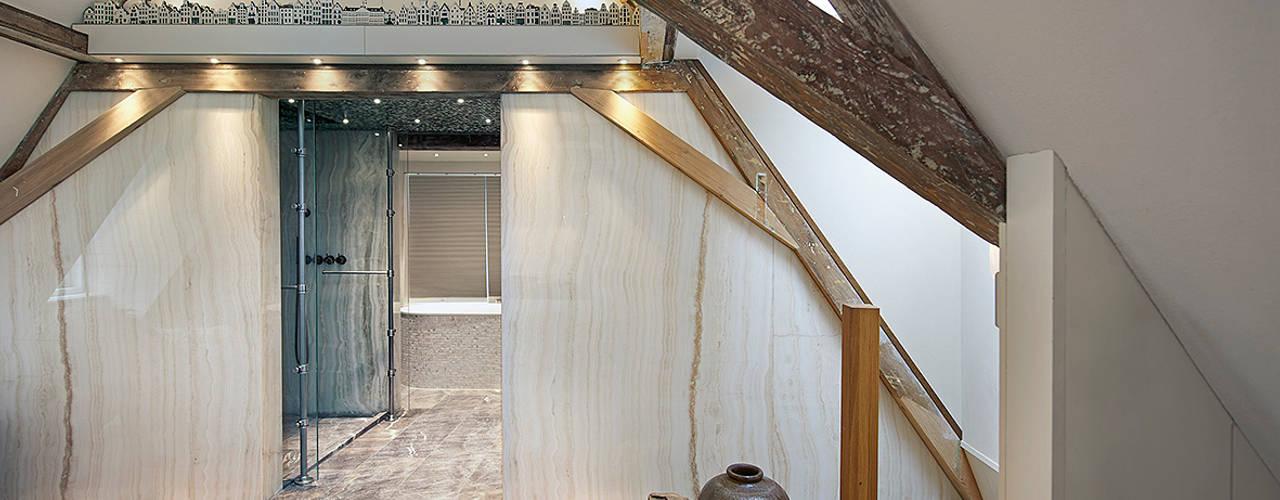 Twee onder een eigen kap Eclectische badkamers van Architectenbureau Vroom Eclectisch